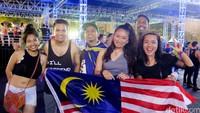 Partygoers dari Malaysia.