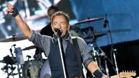 Di urutan ke-3 ada Bruce Springsteen dengan penghasilan 42,2 juta USD atau Rp 562,9 miliar. Foto: HuffingtonPost
