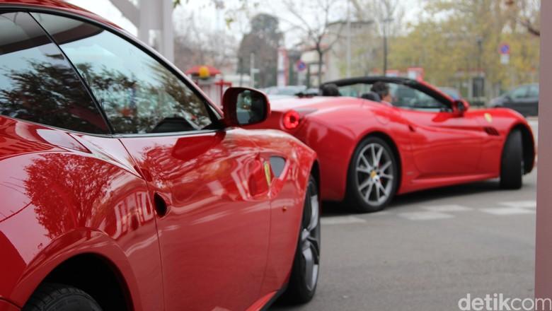 Mobil Ferrari (Foto: Dadan Kuswaraharja)
