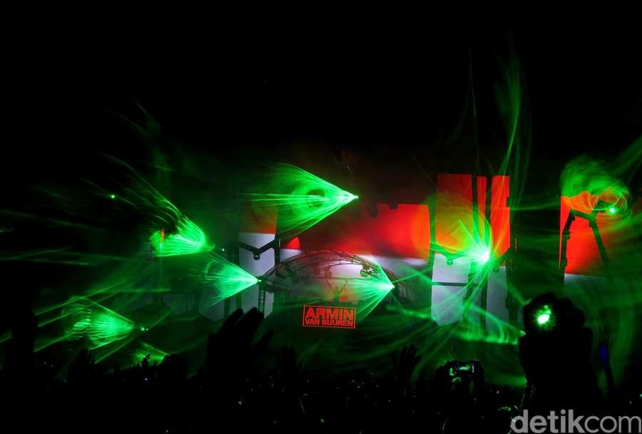 Major Lazer dan Armin Van Buuren Tutup Party DWP 2015 Hari Pertama