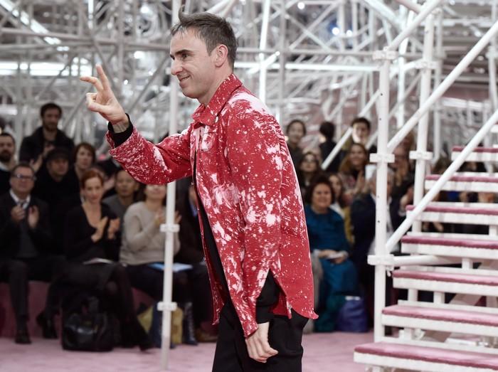 Hengkang dari Calvin Klein, Kinerja Raf Simons Disebut Mengecewakan. Foto: Getty Images