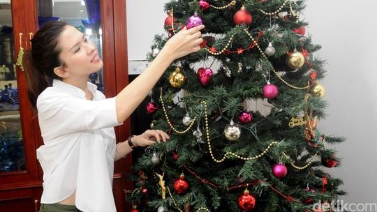 Michelle Joan Antusias Sambut Natal
