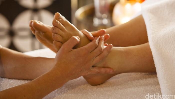 Relaksasi sambil dipijat dan aroma terapi.  detikcom / ilustrasi / Peninsula