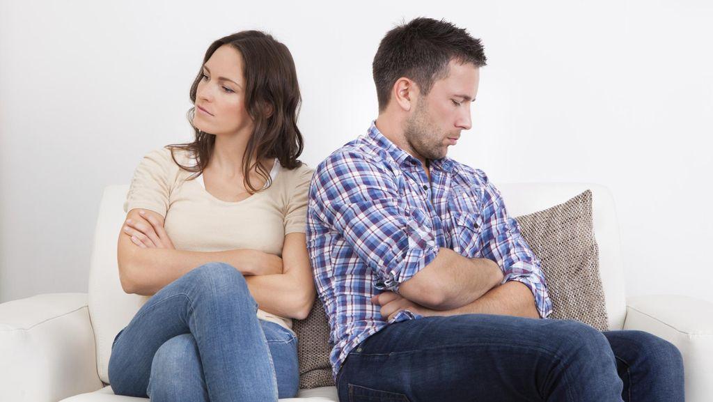 Riset Ungkap Suami Selingkuh Saat Gajinya Lebih Sedikit dari Istri