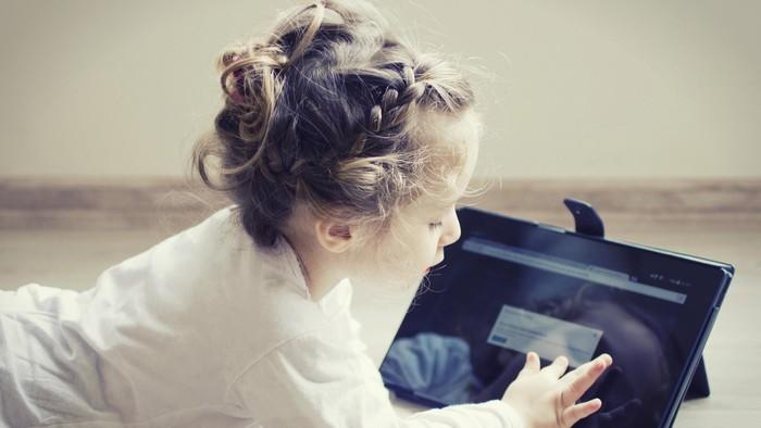 Anak-anak berisiko mengalami kecanduan gadget (Foto: thinkstock)