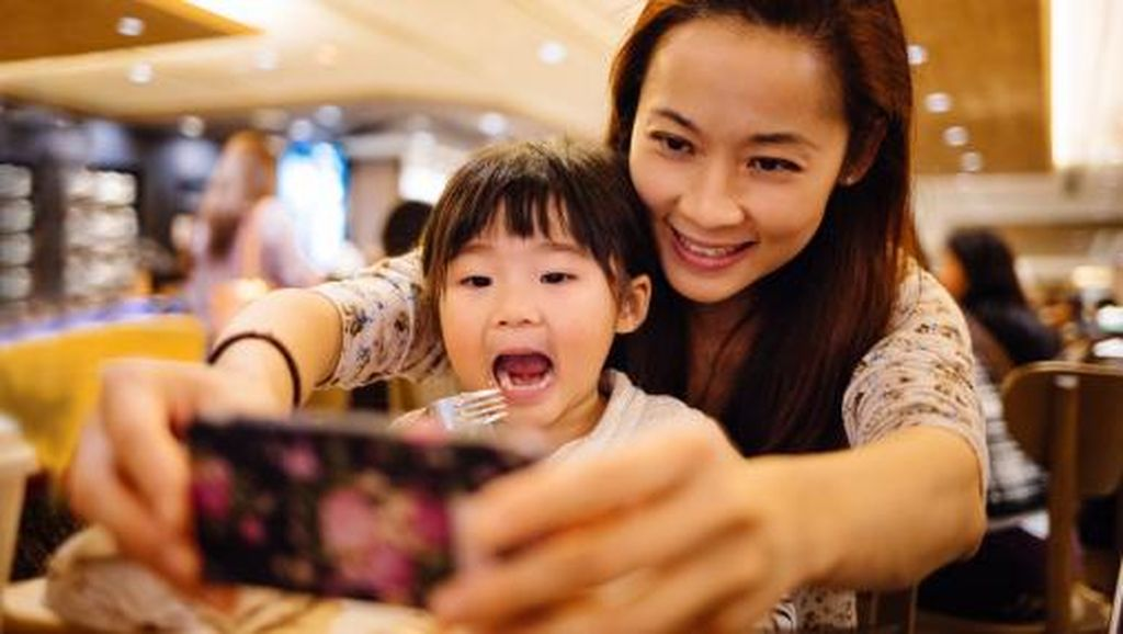 Curhat Anak Remaja yang Lelah Punya Ibu Selebgram Terkenal