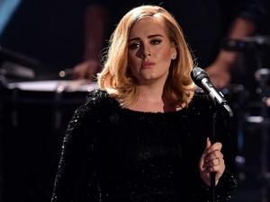 Berhenti Merokok Selamatkan Hidup Adele dari Kematian