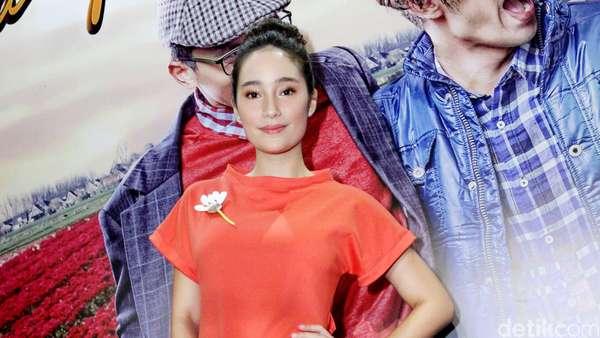 Aih, Cantiknya Tatjana Saphira di Premiere Film Negeri Van Oranje