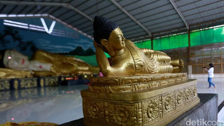 Banyak hal menarik yang dapat kita jumpai saat kita menjalajah kota Bogor Jawa Barat. Selain terkenal dengan Kebun Rayanya, kota Bogor juga memiliki patung Buddha tidur raksasa yang tak kalah dengan yang dimiliki negara Thailand. Patung Buddha tidur raksasa tersebut terbaring nyaman di Vihara Buddha Dharma dan 8 Pho Sat. Reno Hastukrisnapati Widarto/detikcom.