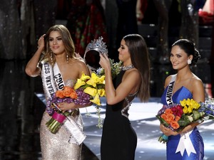Seperti Ini Jumpa Pertama Steve Harvey & Ariadna Pasca Insiden Miss Universe