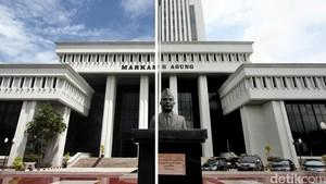 Selingkuh, Hakim PTUN Jambi Diberhentikan