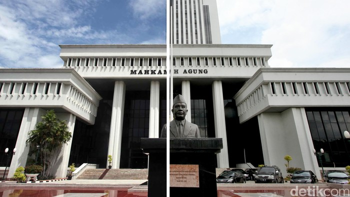 Gedung Mahkamah Agung (MA) sebelum pembangunan (kiri) dikombo dengan sesudah pembangunan.