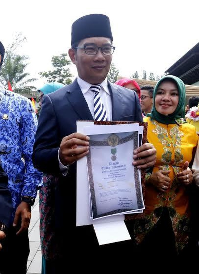 Ridwan Kamil Ajak Warga Bandung Sambut Tahun Baru dengan Doa di Masjid