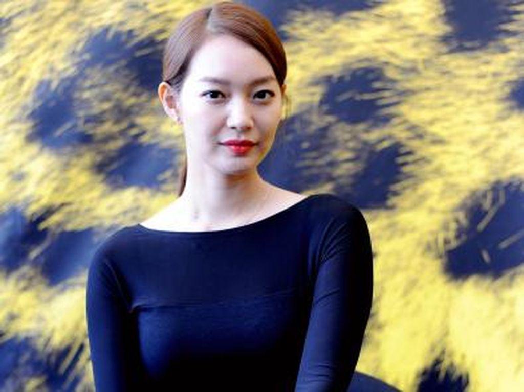 Romantis Banget! Bukti Cinta Idola Korea pada Pasangannya