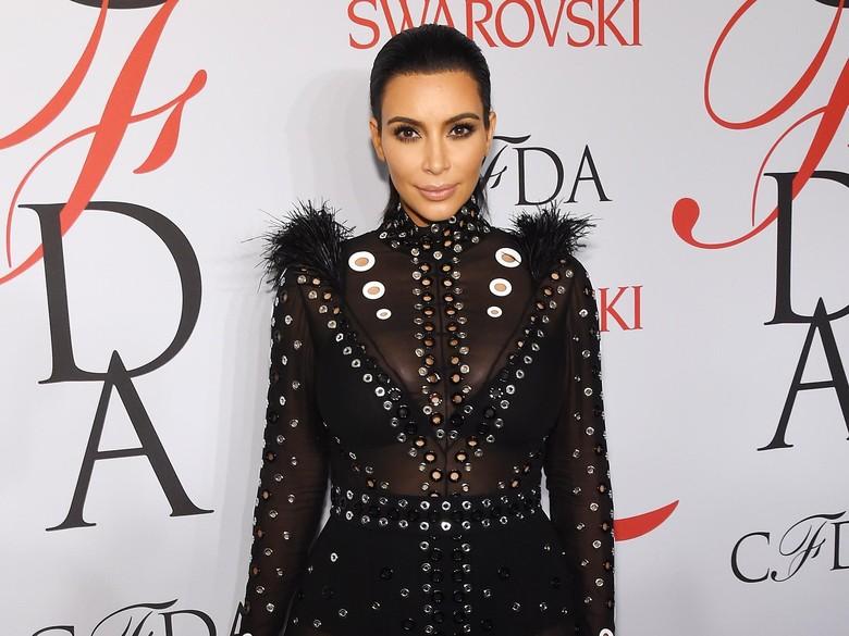 Unggah Foto Topless yang Diambil Sang Anak, Kim Kardashian Dihujat