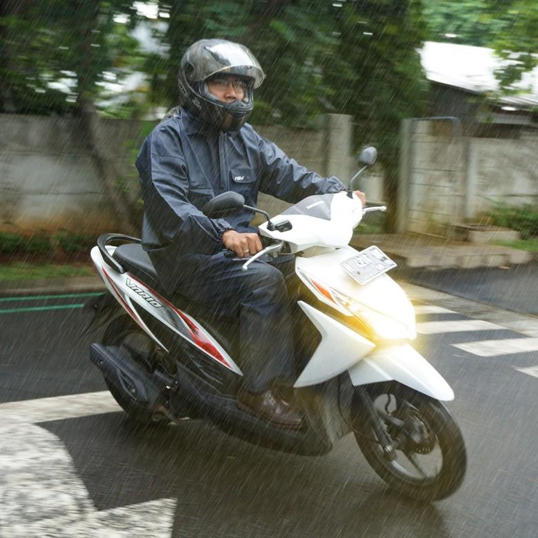 Tips hujan untuk pemotor. Foto: Astra Motor