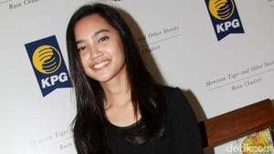 Senyum Manis Rachel Amanda