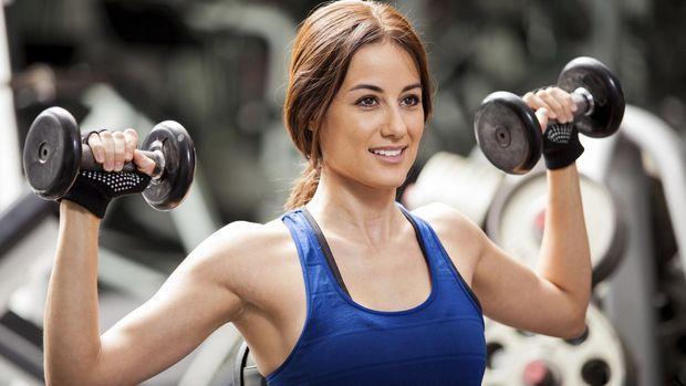 Mitos atau Fakta: Benarkah Angkat Beban Berat Bisa Sebabkan Hernia?