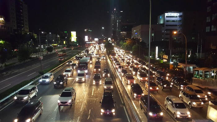 Tol Rawan Macet Jelang Long Weekend