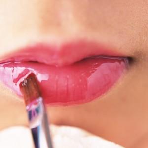 Rekomendasi 7 Lip Serum untuk Bibir Hitam, Bantu Cerahkan Bibir Secara Alami