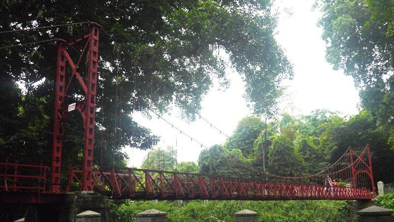 Jembatan cinta Kebun Raya Bogor