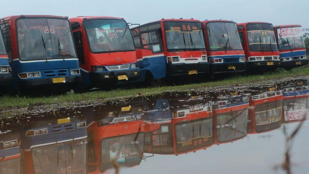 Respons Transjakarta Lemah, Metromini Lambat Berbenah (EMB6)