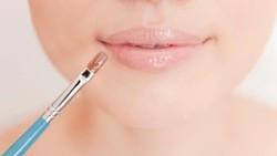 Dilakukan Sembarangan, Ganti-ganti Lipstik Bisa Picu Bibir Alergi