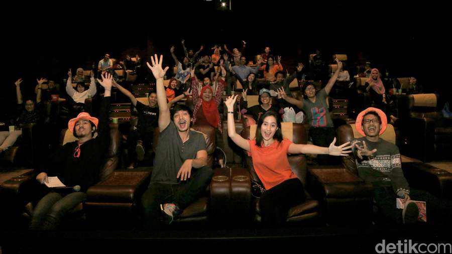Serunya Nobar Film Negeri Van Oranje Bareng Abimana dan Tatjana!