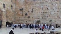 Saat Tembok Ratapan Yerusalem Ternoda oleh Foto Bugil