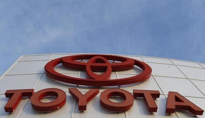 Logo Toyota terlihat di diler AutoNation Toyota di California