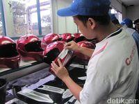 Proses pembuatan/pengujian Helm berstandar SNI