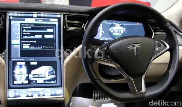 Tesla Model S yang dipasarkan di Indonesia