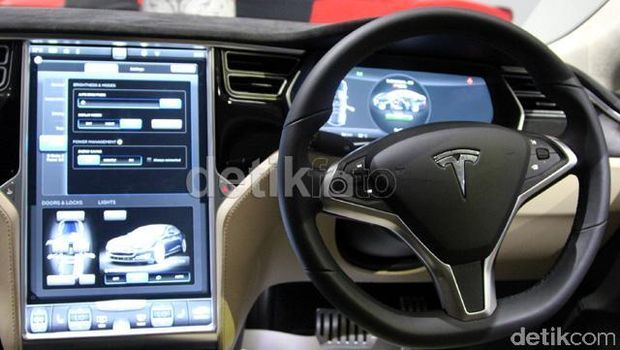 Arifin Putra Fans Berat Mobil Listrik Tesla