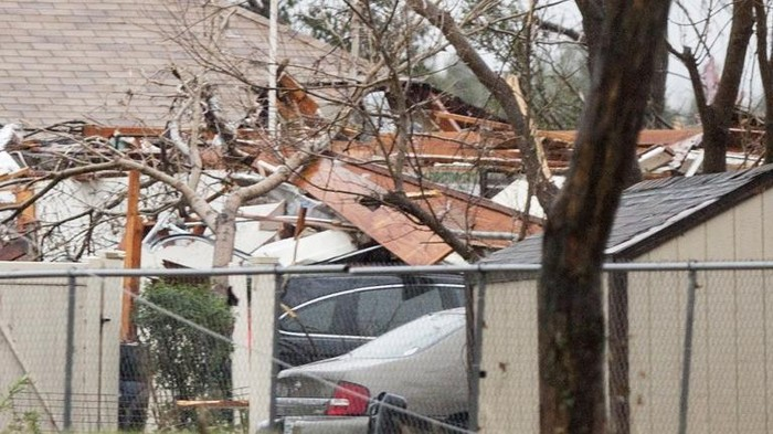 Damages are seen after night tornado in Garland, Texas on December 27, 2015. At least 11 people lost their lives as tornadoes tore through Texas, authorities said Sunday, as they searched home to home for possible more victims of the freak storms lashing the southern United States. The rare December twisters that flattened houses and caused chaos on highways raised the death toll from days of deadly weather across the South to at least 28. AFP PHOTO/LAURA BUCKMAN / AFP / LAURA BUCKMAN