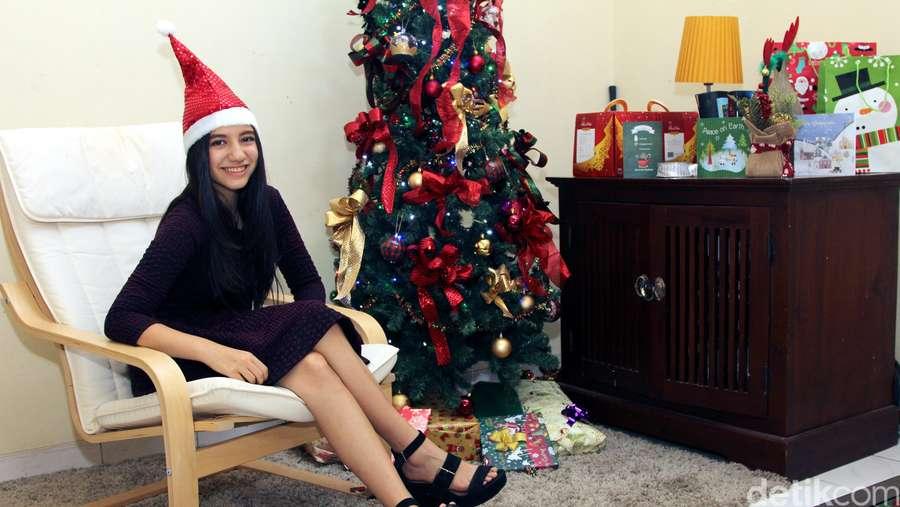 Merayakan Natal Bersama si Cantik Cassandra Lee