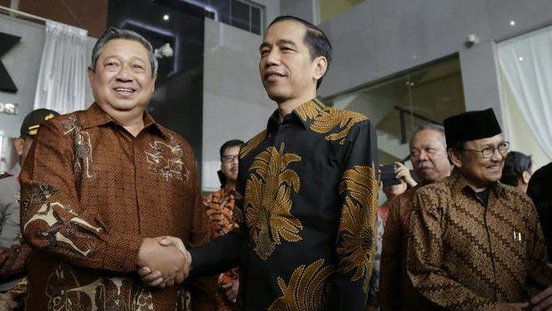 Batik yang dikenakan SBY dan Jokowi sarat akan makna.