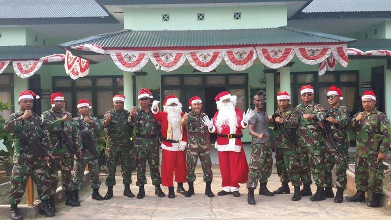 Saat Sinterklas Bagikan Hadiah Natal dan Tahun Baru di Bumi Cenderawasih