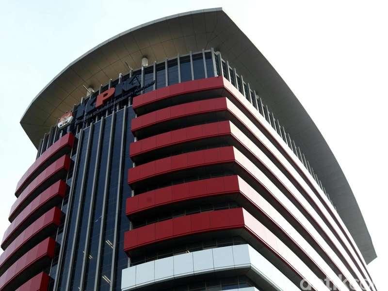 OTT Direktur Krakatau Steel, KPK Selisik Transaksi Suap Lewat Perbankan