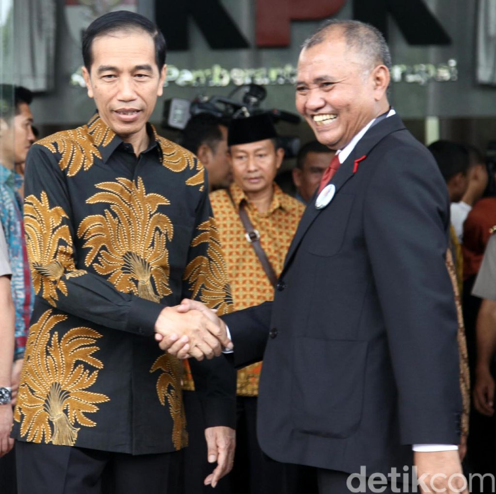 Respons Dingin Jokowi pada Agus Dkk yang Kembalikan Mandat