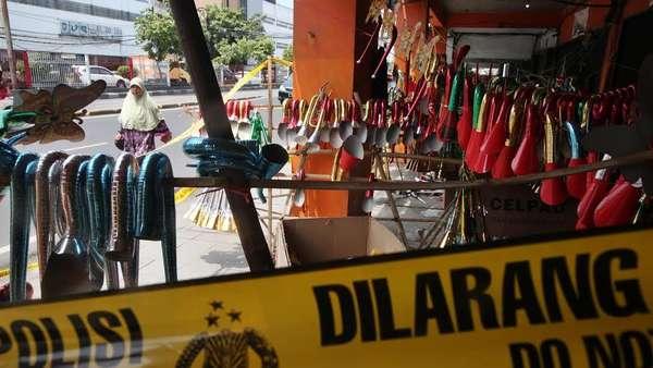 Lokasi Penjualan Terompet Berlafal Kaligrafi Alquran di Glodok Digaris Polisi