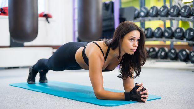 Plank merupakan salah satu gerakan paling efektif melatih otot core.