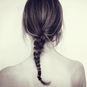 5 Kebiasaan yang Bisa Merugikan Kesehatan Rambut dan Kulit Kepala