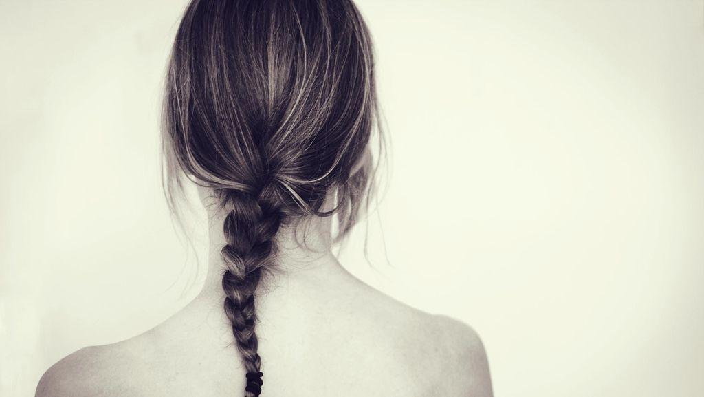 Tak Keramas Selama 2 Tahun, Wanita Ini Klaim Rambutnya Lebih Sehat