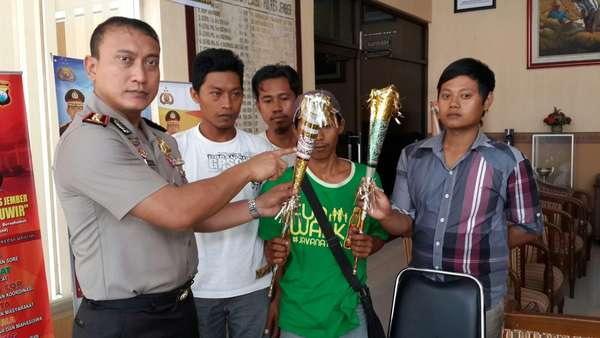 Di Jember, Polisi Lepas 4 Penjual dan Pengrajin Terompet Sampul Alquran