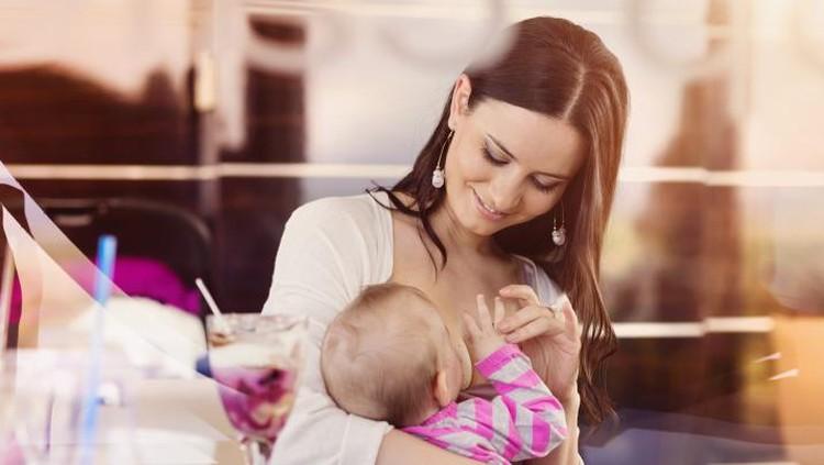 Ibu Menyusui Makan Pedas Bisa Picu Bayi Diare?