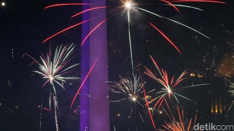 Ilustrasi pesta kembang api tahun baru di Monas (Rachman Haryanto/detikcom)