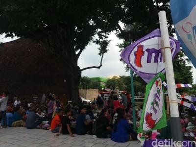 Puluhan Ribu Pengunjung Padati TMII di Libur Tahun Baru
