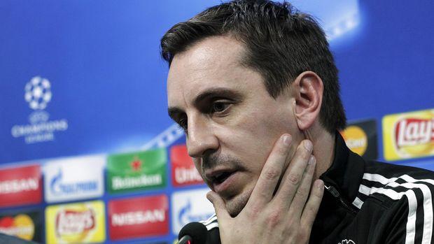 Zlatan Ibrahimovic menyerang Gary Neville dan Paul Scholes yang sering melontarkan kritik pada Paul Pogba.
