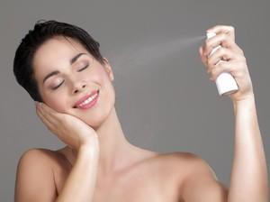 Manfaat Menyemprotkan Face Mist Sebelum dan Sesudah Pakai Makeup