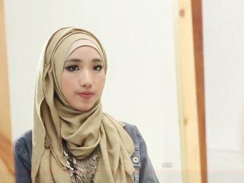 Tutorial Hijab Pashmina ala Personel Noura, Sasa